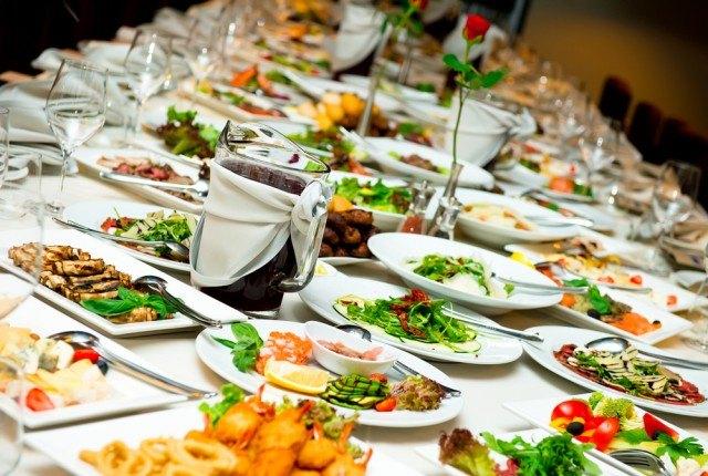 Una tavola imbandita, tipica del periodo natalizio