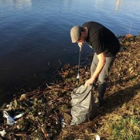 Trenta minuti per raccogliere i rifiuti: l'invito dell'olandese Tommy Kleyn