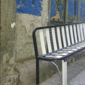 Napoli, nei Quartieri Spagnoli i rifiuti diventano arte