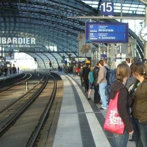 A Berlino i rifiuti abbandonati nelle stazioni si segnalano via WhatsApp