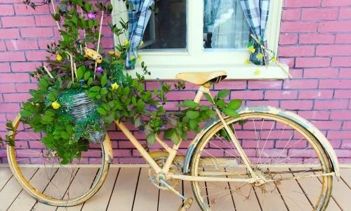 Dare nuova vita ai vecchi mobili permette di arredare casa in modo creativo e originale.