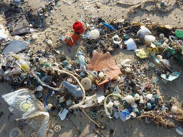 plastica rifiuti spiaggia
