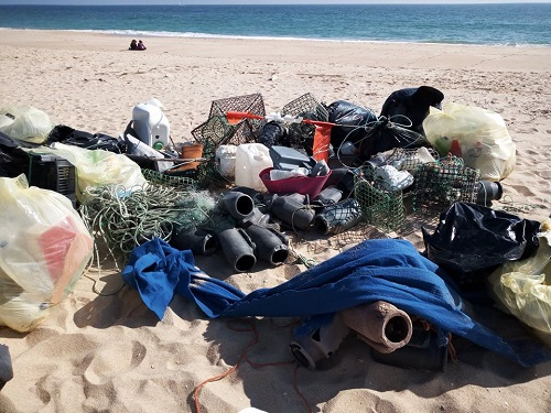 Esempio dei rifiuti abbandonati dai pescatori - Foto: Straw Patrol