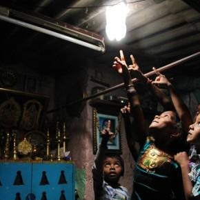 Liter of Light: dare una seconda vita alle bottiglie di plastica illuminando le città più povere del mondo
