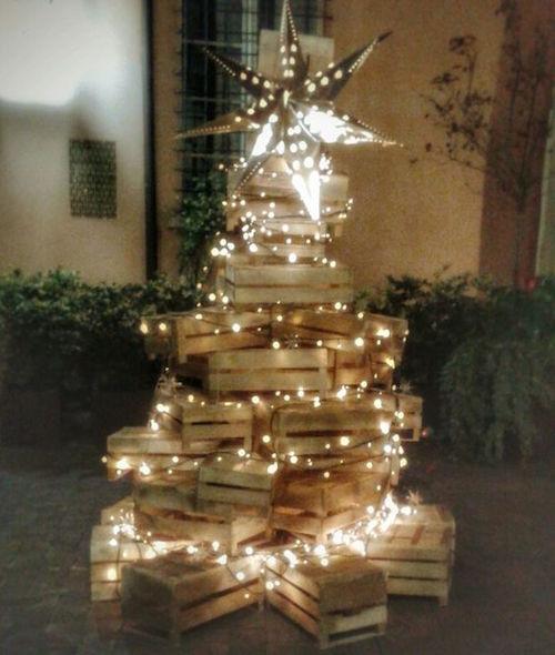 albero con cassette di legno