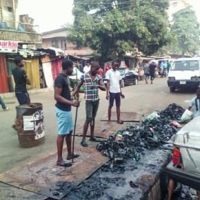 Chris, il giovane nigeriano che ha convinto i ragazzi a ripulire la città dai rifiuti