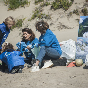 Clean Torvajanica Beach: la pulizia della spiaggia dai misteriosi dischetti di plastica organizzata da Marevivo per LCUE 2018