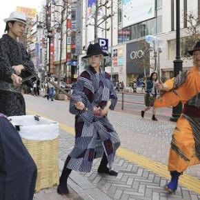 Jidaigumi Basara, i samurai mascherati che a colpi di arti marziali puliscono Tokyo dai rifiuti