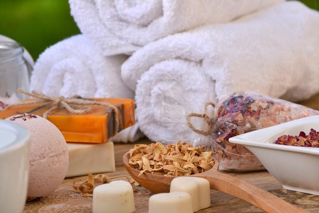Cosmetici fai-da-te: si possono preparare in casa con ingredienti naturali facili da reperire.