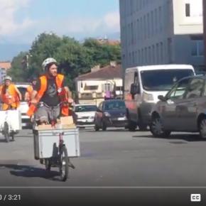 A Torino i kit della raccolta differenziata consegnati con il cargo-bike